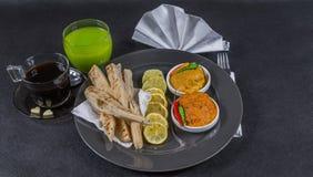 Ασιατικό ινδικό σύνολο, κοτόπουλο Korma, masala tikka κοτόπουλου, naan β Στοκ Φωτογραφίες
