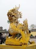 Ασιατικό κίτρινο γλυπτό δράκων Στοκ Εικόνα