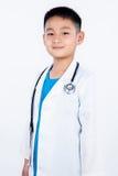 Ασιατικό κινεζικό αγόρι που προσποιείται ως γιατρός Στοκ φωτογραφία με δικαίωμα ελεύθερης χρήσης
