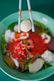 ασιατικό κινεζικό γεμισμένο συρραφή TAU Yong ψαριών κουζίνας elicious fu Στοκ Εικόνες