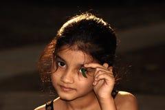 Ασιατικό κορίτσι με το πράσινο φύλλο Στοκ φωτογραφίες με δικαίωμα ελεύθερης χρήσης