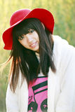 ασιατικό κορίτσι πορτών έπ&epsilon Στοκ φωτογραφία με δικαίωμα ελεύθερης χρήσης
