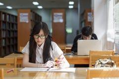 Ασιατικό κορίτσι σε ομοιόμορφο Στοκ Φωτογραφία