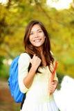 Ασιατικό κορίτσι σπουδαστών πίσω στο σχολικό πανεπιστήμιο Στοκ Εικόνες