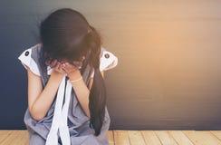 ασιατικό κορίτσι λυπημένο στοκ εικόνες