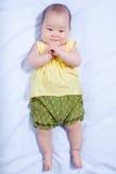 Ασιατικό κοριτσάκι στο παραδοσιακό ταϊλανδικό φόρεμα Στοκ φωτογραφία με δικαίωμα ελεύθερης χρήσης