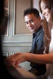 ασιατικό παιχνίδι πιάνων ζευγών στοκ φωτογραφία