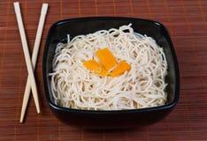 Ασιατικό πιάτο - ζυμαρικά Στοκ φωτογραφίες με δικαίωμα ελεύθερης χρήσης