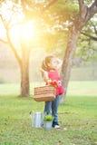 Ασιατικό πικ-νίκ παιδιών υπαίθρια στοκ φωτογραφίες