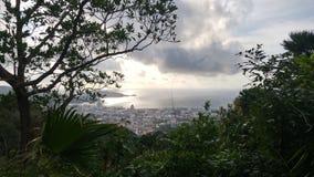 Ασιατικό ταξίδι - άποψη σχετικά με το νησί από τη ζούγκλα Στοκ φωτογραφία με δικαίωμα ελεύθερης χρήσης