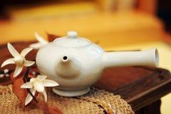 ασιατικό τσάι δοχείων στοκ φωτογραφία
