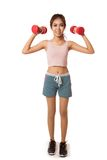 Ασιατικό υγιές κορίτσι workout με τον αλτήρα Στοκ εικόνες με δικαίωμα ελεύθερης χρήσης