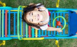 Ασιατικό υπαίθριο playpark παιχνιδιού κοριτσιών Στοκ Εικόνα