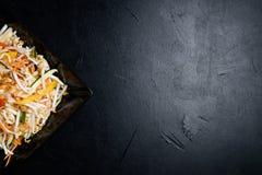 Ασιατικό υπόβαθρο σαλάτας νεαρών βλαστών σίτου τροφίμων που ισορροπείται Στοκ Φωτογραφίες