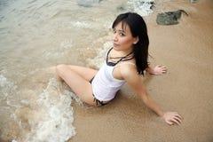 ασιατικό όμορφο κορίτσι παραλιών Στοκ φωτογραφία με δικαίωμα ελεύθερης χρήσης