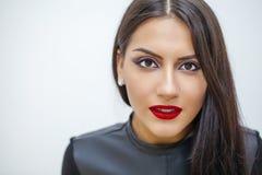 ασιατικό ύφος Αισθησιακό αραβικό πρότυπο γυναικών Όμορφο καθαρό δέρμα Στοκ Εικόνες