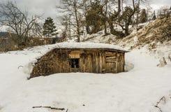 δασικός μικρός χειμώνας σπιτιών ξύλινος Στοκ εικόνες με δικαίωμα ελεύθερης χρήσης