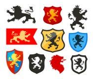 Ασπίδα με το λιοντάρι, διανυσματικό λογότυπο οικοσημολογίας Εικονίδια καλύψεων των όπλων Στοκ εικόνα με δικαίωμα ελεύθερης χρήσης