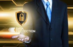 Ασπίδα προστασίας δεδομένων επιχειρηματιών Στοκ φωτογραφία με δικαίωμα ελεύθερης χρήσης