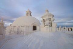 Ασπρίστε τη στέγη καθεδρικών ναών Στοκ εικόνα με δικαίωμα ελεύθερης χρήσης