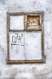 Ασπρισμένο παράθυρο με τα γκράφιτι Στοκ φωτογραφίες με δικαίωμα ελεύθερης χρήσης