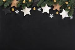Αστέρια και διακοσμήσεις Χριστουγέννων, σχέδιο συνόρων, στη ράχη Στοκ φωτογραφίες με δικαίωμα ελεύθερης χρήσης