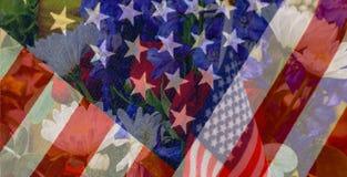 Αστέρια και υπόβαθρο λωρίδων με την υφαμένη σημαία στο υπόβαθρο και γραφικά αστέρια και λωρίδες που εξασθενίζουν στο floral πατρι Στοκ Φωτογραφία