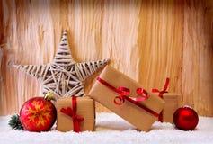 Αστέρι και δώρα Χριστουγέννων Στοκ Φωτογραφία