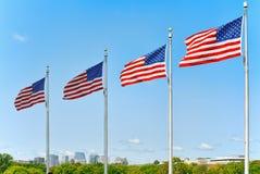Αστέρι-ριγωτοί κυματισμοί αμερικανικών σημαιών υπερήφανα ενάντια στο μπλε SK Στοκ εικόνα με δικαίωμα ελεύθερης χρήσης