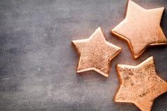 αστέρι χαλκού Πρότυπο Χριστουγέννων Υπόβαθρο στο γκρίζο χρώμα Στοκ φωτογραφία με δικαίωμα ελεύθερης χρήσης