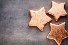αστέρι χαλκού Πρότυπο Χριστουγέννων Υπόβαθρο στο γκρίζο χρώμα Στοκ εικόνα με δικαίωμα ελεύθερης χρήσης