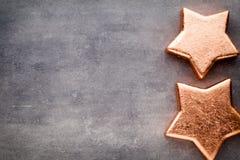 αστέρι χαλκού Πρότυπο Χριστουγέννων Υπόβαθρο στο γκρίζο χρώμα Στοκ φωτογραφίες με δικαίωμα ελεύθερης χρήσης