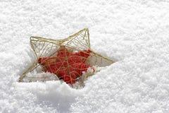 Αστέρι Χριστουγέννων στο χιόνι Στοκ εικόνα με δικαίωμα ελεύθερης χρήσης