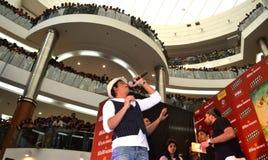 Αστέρι Shahrukh Bollywood khan με τους ανεμιστήρες στοκ εικόνες