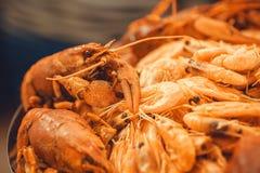 Αστακοί στην εκλεκτική εστίαση, θαλασσινά στο καλό μεσογειακό εστιατόριο έτοιμο για το γεύμα Στοκ φωτογραφία με δικαίωμα ελεύθερης χρήσης
