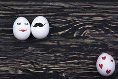Αστεία αυγά με τα χρωματισμένα πρόσωπα Στοκ Φωτογραφία