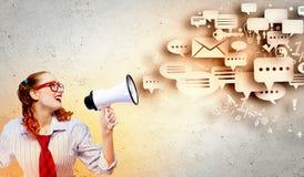 Αστεία γυναίκα με megaphone Στοκ εικόνα με δικαίωμα ελεύθερης χρήσης