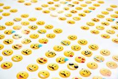 Αστεία κίτρινα smileys στο λευκό Στοκ εικόνες με δικαίωμα ελεύθερης χρήσης