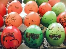 Αστεία πρόσωπα στα αυγά Πάσχας Στοκ φωτογραφία με δικαίωμα ελεύθερης χρήσης