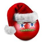 Αστεία σφαίρα Χριστουγέννων με το καπέλο santa Στοκ φωτογραφίες με δικαίωμα ελεύθερης χρήσης