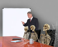 Αστεία τρυπημένη συνεδρίαση, πωλήσεις, επιχείρηση Στοκ φωτογραφία με δικαίωμα ελεύθερης χρήσης
