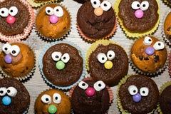 Αστεία muffins με το πρόσωπο Στοκ Φωτογραφία