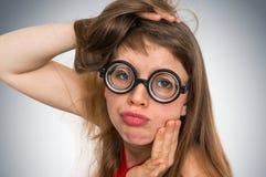 Αστεία nerd ή geek γυναίκα με τη σεξουαλική έκφραση στο πρόσωπο Στοκ Εικόνα