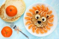 Αστείες εδώδιμες tangerine μανταρινιών λιονταριών τηγανίτες Στοκ Φωτογραφίες