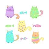 Αστείες ζωηρόχρωμες γάτες με τα ψάρια Στοκ Εικόνες