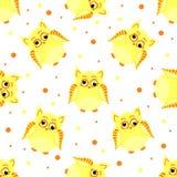 Αστείες κίτρινος-χρωματισμένες κουκουβάγιες με τα μάτια scew Στοκ φωτογραφίες με δικαίωμα ελεύθερης χρήσης