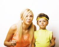Αστείοι μητέρα και γιος με τη γόμμα φυσαλίδων Στοκ Φωτογραφία