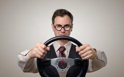 Αστείος επιχειρηματίας στα γυαλιά με ένα τιμόνι Στοκ Φωτογραφίες