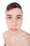 Αστείος λεπτός και νευρικός τύπος με το γυμνό κορμό Στοκ Φωτογραφίες