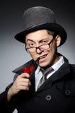 Αστείος ιδιωτικός αστυνομικός με το σωλήνα Στοκ Φωτογραφία